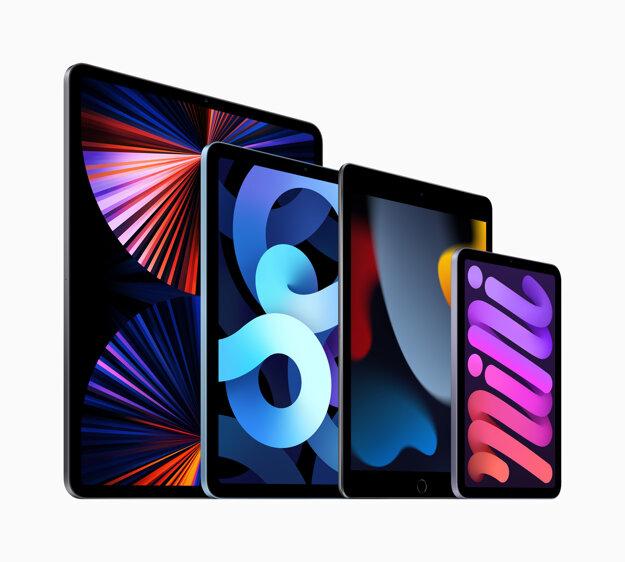 Nový iPad (tretí zľava) sa pripája k výkonnému iPadu Pro (úplne vľavo), novému iPadu Mini (úplne vpravo) a iPadu Air (druhý zľava).