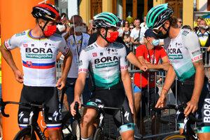 Peter Sagan a ďalší jazdci tímu Bora-Hansgrohe.