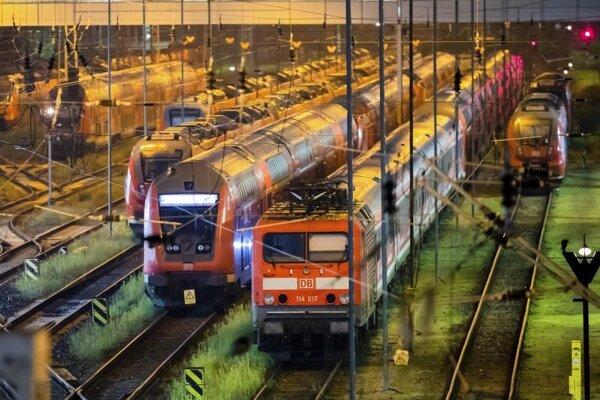 Odstavené vlakové súpravy Deutsche Bahn na stanici Berlin-Lichtenberg 3. septembra.
