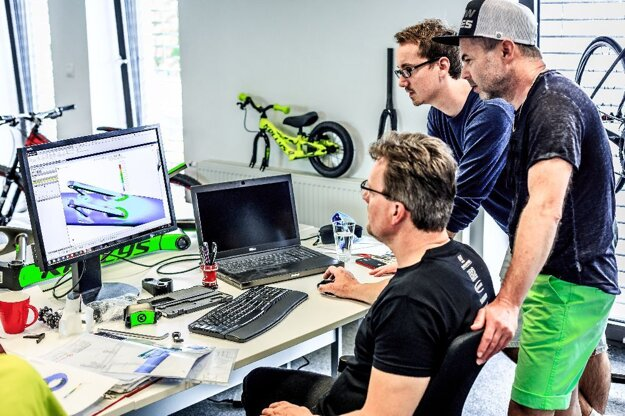 Kellys Bicycles navrhuje bicykle vo vlastnom dizajnérskom štúdiu.