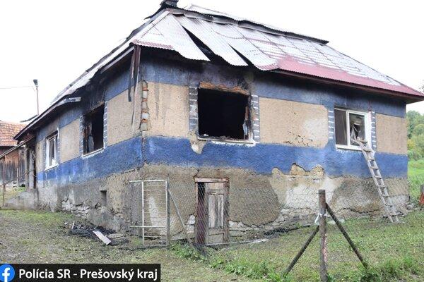 Kopa sena sa nachádzala pri stene domu.