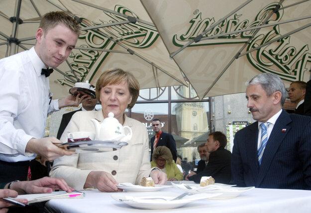 Merkelová a Mikuláš Dzurinda.