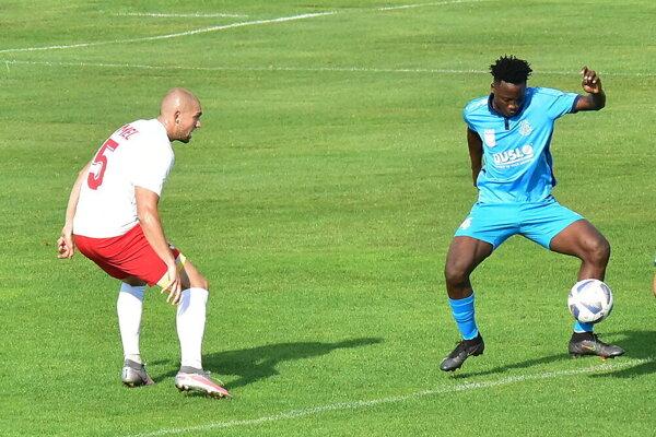 Nigérijčan Moses pripravil prvé tri góly Šaľanov pri víťazstve vo Vrábľoch.