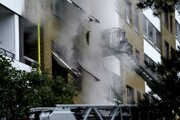 Dym po explózii v bytovom dome vo švédskom Göteborgu.