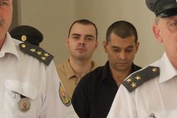 Ladislava Bogdana (vpravo) odsúdili na 25 rokov, Martin Štuller dostal 7 rokov.