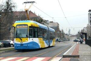 Počas maratónu sa pripravte aj na zmeny v MHD. Električky po Komenského ulici premávať nebudú.