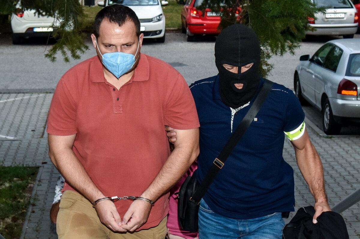 Vyšetrovateľa Ďurku obvinili z pochybenia pri samovražde Böhma - SME