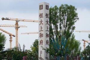 Čínskym priemyslom už otriasa hrozba bankrotu developera Evergrande.