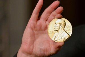 Vyhlasujú Nobelovu cenu za literatúru.
