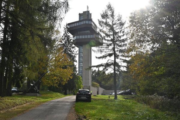 Zrekonštruovaná vyhliadková veža na Dukle.