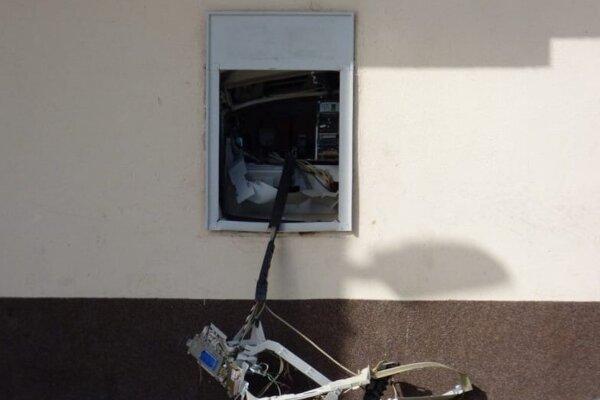 Poškodený bankomat v Dunajskej Strede.