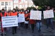 Protest pred nitrianskym súdom.