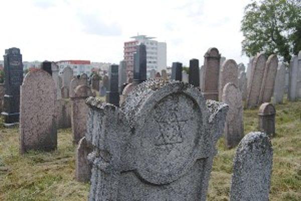 Cintorín sa po rokoch dostal z okraja Pároviec na Klokočinu.