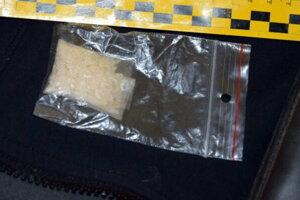 V byte kriminalisti zaistili spolu 12 gramov pervitínu.