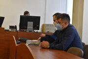 Pilot Peter Bubelíny so svojím obhajcom pred prešovským súdom.