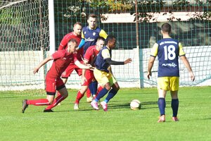 Hurbanovo vyhralo v Nedede 3:0, dva góly strelil legionár Bayemi.