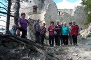 Členovia Klubu dôchodcov Mošovce na výlete na Blatnickom hrade.