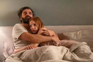 Oscar Isaac a Jessica Chastain v Scénach z manželského života.