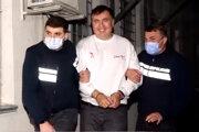 Fotografia poskytnutá tlačovým odborom gruzínskeho ministerstva vnútra, na ktorej polícia 1. októbra zatýka Michaila Saakašviliho.