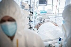 Pacientov na ventilácii je každým dňom viac.