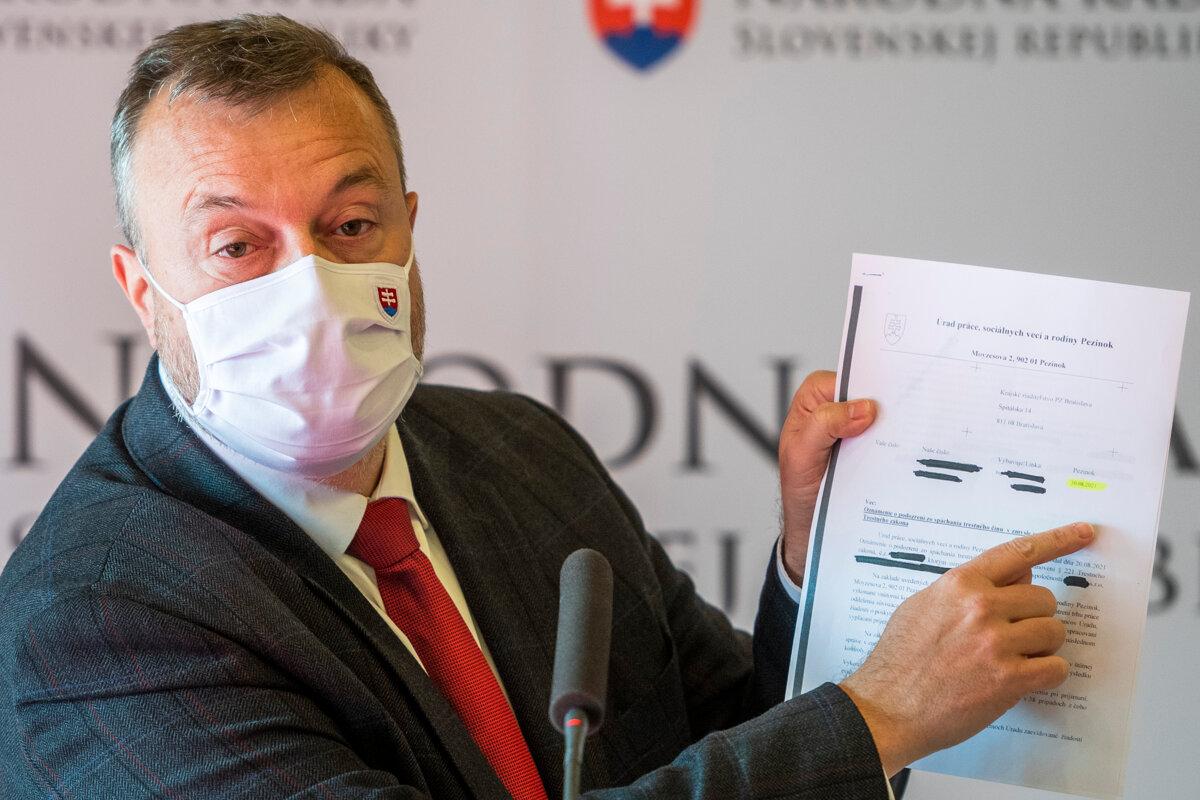 Krajniak vysvetľoval milióny pre schránkové firmy - Ekonomika SME
