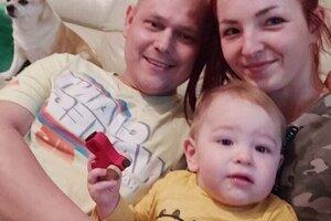 Ján s manželkou Romanou a synčekom Matiaskom.