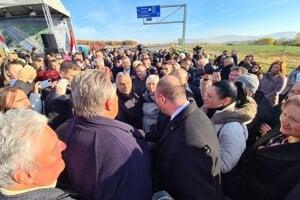 Maďarský premiér Viktor Orbán a košický primátor Jaroslav Polaček na slávnostnom otvorení novej diaľnice.