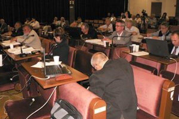 Poslanci skonštatovali, že Komunitná nadácia nefunguje. Dali jej ešte druhú šancu.