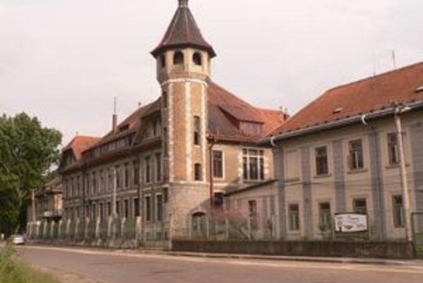 Cukrovar založili členovia Kuffnerovskej a Guttmanovskej dynastie v roku 1867.