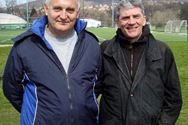 Bývalý kouč Nitry Petar Kurčubič (vpravo) sa zvítal s rodákom Draganom Staničom.