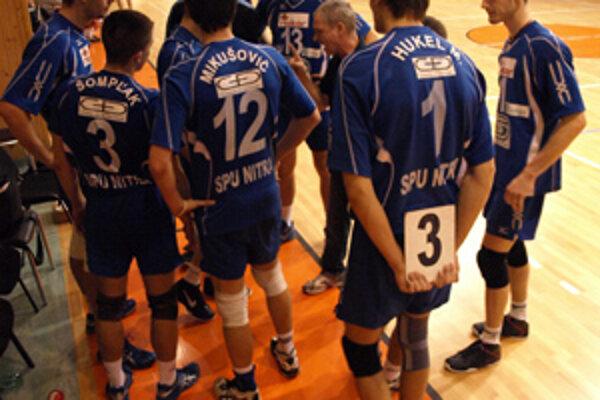 Nitrania sa ujali vedenia v sérii 1:0, ďalší zápas odohrajú Kalného zverenci v sobotu večer v Bratislave.