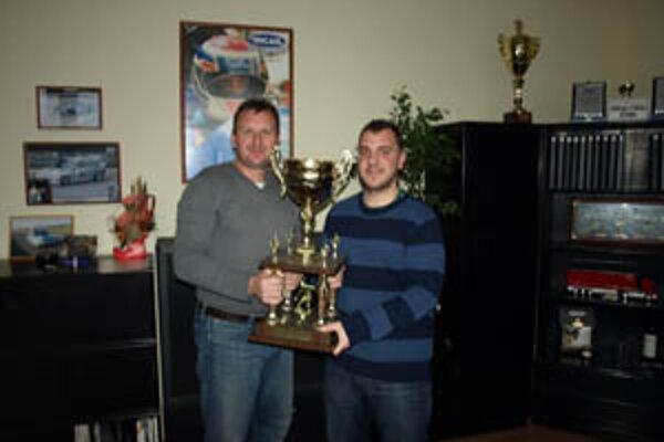 Hrá sa o putovný pohár, ktorý bol rok vo vitríne Incar Revco Teamu.