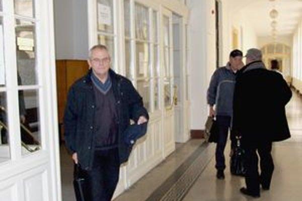 Milan Kňažko pri odchode z nitrianskeho súdu povedal, že nehodu nezavinil.