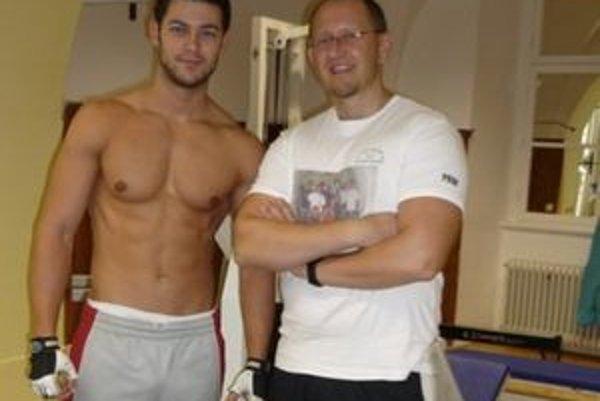 Peter Menky (vľavo) z Nitry je slovenským mužom roka. Len druhým v histórii krajiny.
