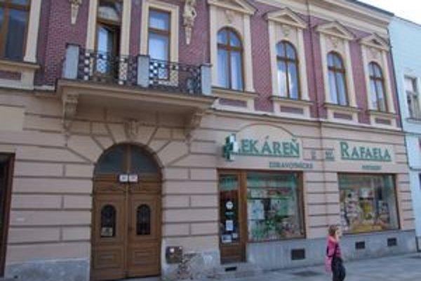 Majiteľa už zmenila aj historická budova na pešej zóne, kde sídli lekáreň.
