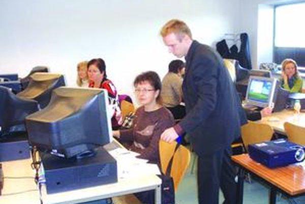 Pilotné vzdelávanie v rámci národného projektu v Nitre absolvovalo prvých dvadsať učiteliek materských škôl.