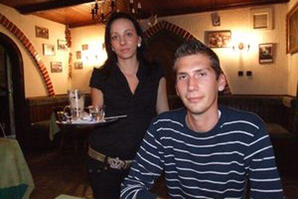 Ivan Koprda na káve v Buganke. Je nefajčiar a je rád, keď mu stolovanie neznepríjemňuje cigaretový dym.