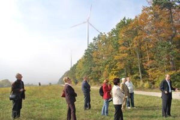 Vrtúľ pri Vrábľoch má byť dvanásť. Aktivisti chcú dosiahnuť, aby veterná elektráreň nevznikla.