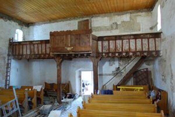 Do konca roka by mala byť obnova exteriéru kostola hotová. Kedy sa začne obnova interiéru, je zatiaľ vo hviezdach.
