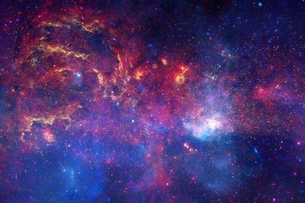 Centrálna oblasť našej galaxie ukrýva stovky tisíc hviezd, ktoré nemôžeme vidieť vo viditeľnom svetle. Záber je zložený z troch rôznych snímok pomocou infračerveného a X ray žiarenia. Naša galaxia je tá biela oblasť na obrázku vpravo.