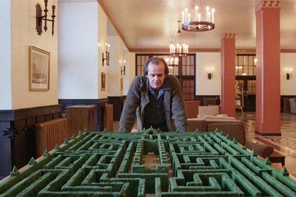 Jack Nicholson vo filme Stanleyho Kubricka Žiarenie tragicky zablúdil vo vlastnej mysli.