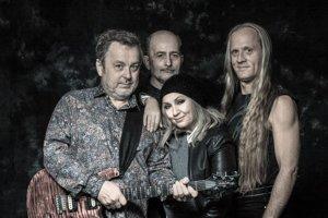 Michal Pavlíček, Jan Veselý, Bára Basíková a Klaudius Kryšpín. V roku 1987 Stromboli vydali rovnomenný debutový dvojalbum, v roku 1989 nahrávku Shutdown. Ešte vyšli úpravy starých skladieb pre sláčikové kvarteto (2001) a v týchto dňoch novinka Fiat lux.