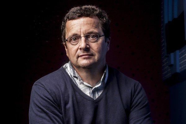 Michal Viewegh (1962) je autorom kníh ako Báječná léta pod psa, Výchova dívek v Čechách, Román pro ženy, Báječný rok či Andělé všedního dne.