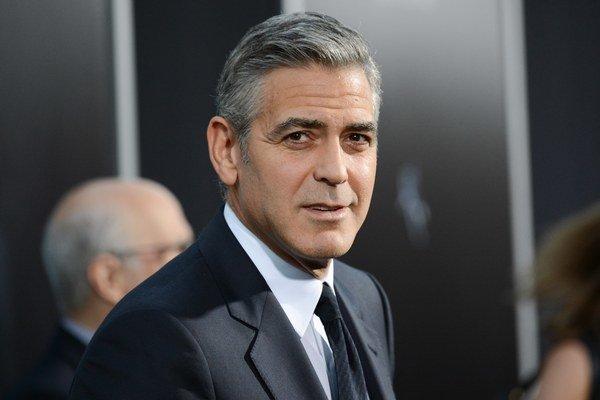 George Clooney ako režisér debutoval výborným filmom Dobrú noc a veľa šťastia. Tiež režíroval Deň zrady a je producentom filmov Syriana či Argo.