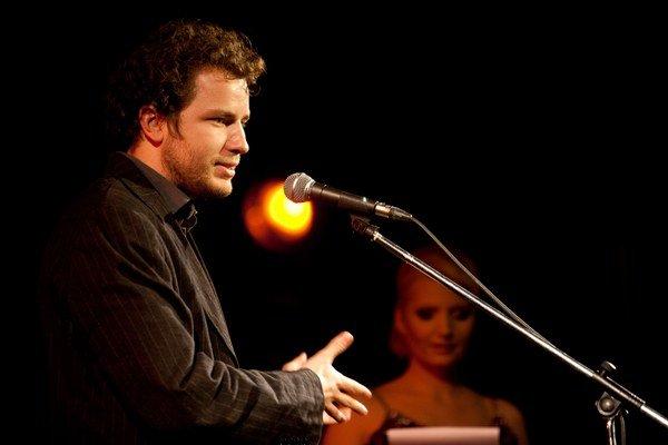 Matthieu Darras (35) filmový kritik a festivalový dramaturg. Narodil sa vo Francúzsku, striedavo žije v Bratislave a Paríži, pracuje v rôznych medzinárodných projektoch. Bol aj programovým riaditeľom  fimového festivalu v Bratislave.