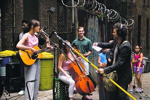 Mark Ruffalo (vpavo) a Keira Knightley (vľavo) vo filme Love Song.