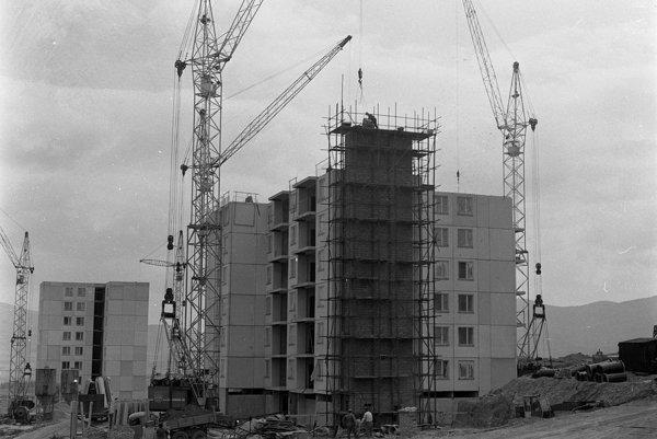 Výstavba jedného z bytových domov.