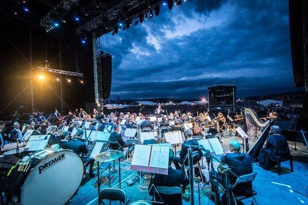 Hudba spája - Ukrajinská národná filharmónia symbolicky na hodinu zmierila svoju krajinu s Ruskom. Zahrala Huculský triptych ukrajinského skladateľa Skoryka a Musorgského Obrázky z výstavy.