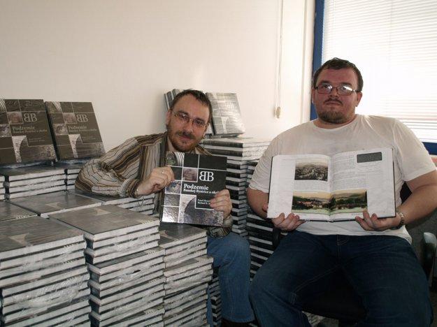 Autori knihy Richard R. Senček ( vľavo) a Pavel Hronček