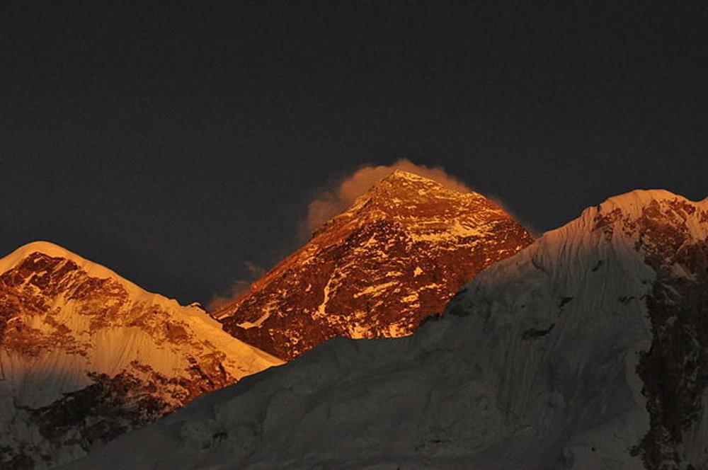 Ráno pod Mount Everestom z južnej strany.